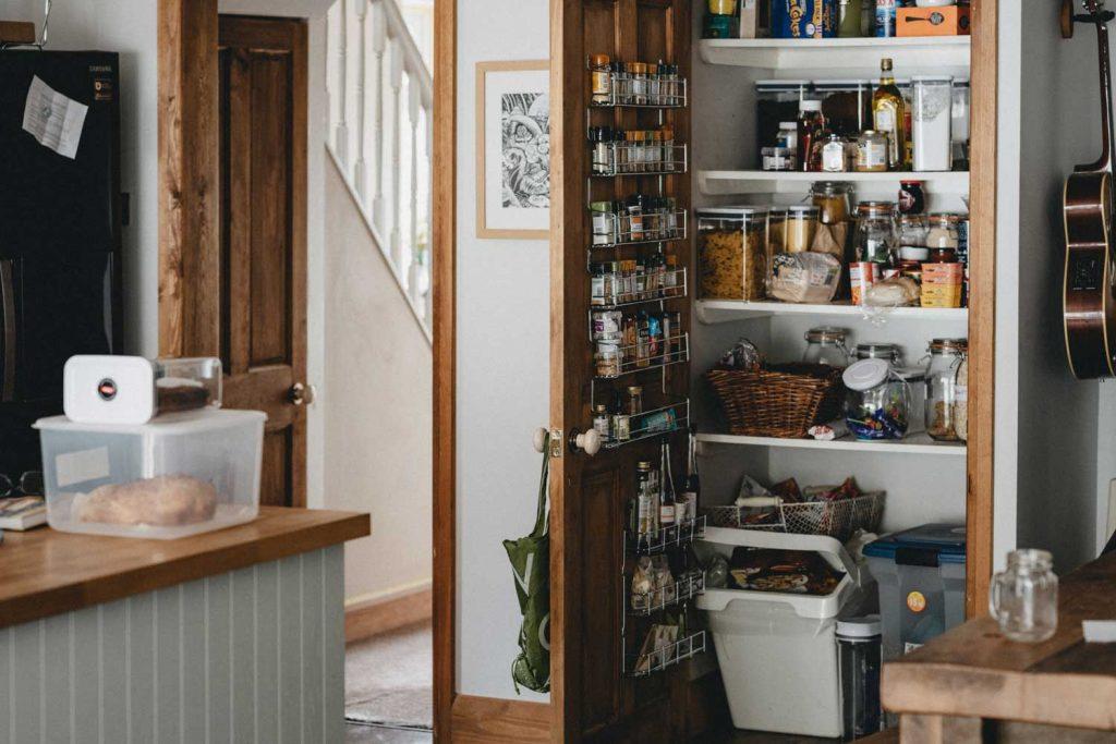 placard de la cuisine ouvert
